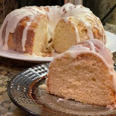 Italian Lemon Pound Cake, Sour Cream Pound Cake, Fun Desserts, Dessert Recipes, Breakfast Recipes, Dessert Ideas, Susan Recipe, Fresh Cake, Lemon Cream Cheese Frosting