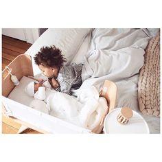Tablette de chevet pour lit bébé créé par bbnove, marque de puériculture 100% design Français.
