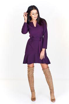 Dámské koktejlové minišaty, sukně zakončena volánem, v pase na zavázání. Cold Shoulder Dress, Sweaters, Dresses, Fashion, Vestidos, Moda, Fashion Styles, The Dress, Sweater