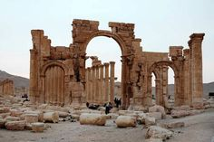 Islamic State group fighters have re-entered Palmyra, nine months after losing the ancient Syrian desert city, activists say. IS held Palmyra and its nearby… Islam, Site Archéologique, Spiegel Online, Old City, British Museum, World Heritage Sites, Destruction, Middle East, Temples