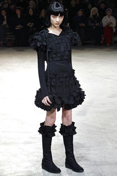 Yohji Yamamoto Fall 2013 Ready-to-Wear Collection Slideshow on Style.com