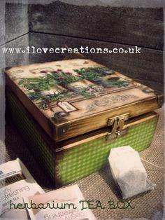 Herbarium Tea Box by iLoveCreations on Etsy, Cigar Box Art, Cigar Box Crafts, Decoupage Box, Decoupage Vintage, Painted Boxes, Wooden Boxes, Altered Cigar Boxes, Old Boxes, Tea Box