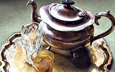 Kahvi, Kashmiri green chai tea recipe Saffron tea is not only delicious, it will make you feel happier on a grey and miserable day. Saffron Tea, Saffron Recipes, Chai Tea Recipe, Black Tea Leaves, Drinking Around The World, Ground Almonds, Kitchen Essentials, Tea Recipes, Healthy Treats