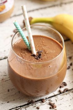 This chocolate almond smoothie is perfect for any time in the day! In need of some extra energy or trying to recover after a sweaty workout? Try this!