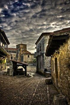 Santillana del Mar, pueblo medieval . Cantabria. Spain