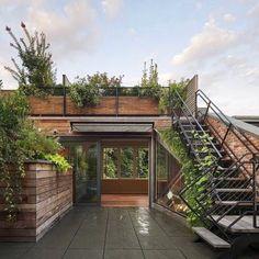 Urban Garden Design, Rooftop Terrace Design, Terrace Garden, Rooftop Gardens, Small Terrace, Rooftop Decor, Tiny Balcony, Rooftop Lounge, Gravel Garden