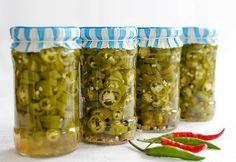 Reteta de ardei iuti in otet este atat de simpla si de usor de facut incat este si pacat sa n-o incercati si voi, mai ales ca sunteti amatori de ardei iuti. My Recipes, Cooking Recipes, Favorite Recipes, Voss Bottle, Water Bottle, Canning Pickles, Conservation, Preserves, Cucumber
