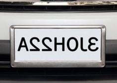 SPEILVENDT: Slik villle skiltet sett ut i et speil. «Asshole» – eller drittsekk…