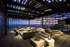 Alila Villas Uluwatu is a luxury design hotel in Uluwatu, Bali. Alila Villas Uluwatu offers exclusive pool villas, a spa, gym, 2 great restaurants and yoga. Design Hotel, Design Design, Design Interior, Edge Design, Cabinet D Architecture, Architecture Design, Architecture Interiors, Hotels And Resorts, Best Hotels