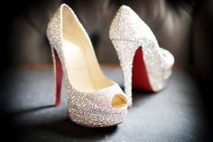 What bride wouldn't want diamond shoes! What girl wouldn't want diamond shoes? Pretty Shoes, Beautiful Shoes, Cute Shoes, Bridal Shoes, Wedding Shoes, Wedding Stuff, Wedding Ideas, Wedding Dresses, Prom Heels