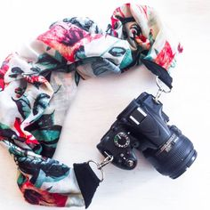A tutorial on how to make a stylish and comfortable camera strap from a scarf and some (p)leather scraps in under an hour