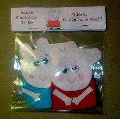Dedoches da Peppa com 2 personagens em embalagem personalizada com lapela. <br>Personagens: <br>Peppa e george Pig <br>MINIMO DE 10 UNIDADES