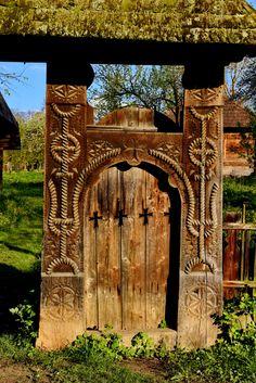 Porți de lemn în Secuime și în Maramureș – peterlengyel Romania, Tower, Woodworking, History, Building, Travel, Rook, Historia, Viajes