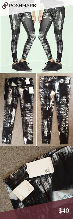 GapFit gfastcityscape printed leggings BRAND NEW WITH TAGS! GapFit gfast tight leggings with cityscape abstract all over print. Gap makes fantastic workout gear. Pants don't move and fit tight. Features contoured slimming seams, hidden pocket & continuous drawcord. Size L. Check out my closet for more L/XL and 14/16 clothing. Bundles are only two items! Bundle and make a nice deal for yourself♀️♀️ GAP Pants Leggings