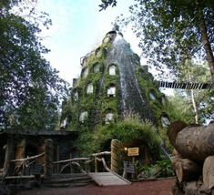 Hotel la Montana Magica in Chile Creative Architecture, Amazing Architecture, St Louis City Museum, Gangnam District, Unusual Buildings, Unusual Homes, Building Exterior, Urban Planning, Best Hotels