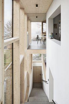 Haus Hohlen est une maison restauré par le cabinet d'architecture Jochen Specht, construite à l'origine en 1961.