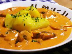 Žampiony očistíme a nakrájíme na větší kousky (neloupala jsem). Slaninu nakrájíme na kostičky a šalotku nadrobno.Slaninu rozpustíme a přidáme... Thai Red Curry, Stuffed Mushrooms, Food And Drink, Yummy Food, Ethnic Recipes, Diet, Red Peppers, Stuff Mushrooms, Delicious Food