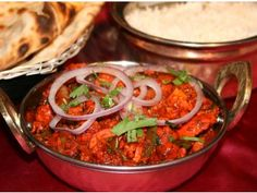 Bhuna Chicken is the famous Indian chicken dish and. garlic and bhuna masala. Chicken Bhuna is a popular dish all around the world Bhuna Chicken Recipe, Indian Chicken Dishes, Chicken Recipes At Home, Indian Food Recipes, Ethnic Recipes, Curry Dishes, Boneless Chicken, Garam Masala, The Dish