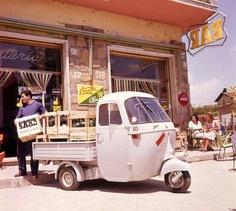 Vintage Ape Piaggio - Italian scene