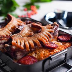 Nyomj egy lájkot,ha Te is szereted Recipe For Hungarian Goulash, Hungarian Recipes, Sausage Recipes, Chicken Recipes, Cooking Recipes, Salad Cake, Hungarian Cuisine, Vegetable Casserole, Bbq Pork