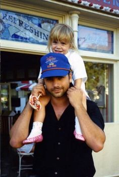 """"""" John and Mary-Kate in Disney 💖 """" Mary Kate Ashley, Mary Kate Olsen, Full House Episodes, Full House Michelle, Full House Cast, Famous Twins, Michelle Tanner, San Francisco, Paddy Kelly"""