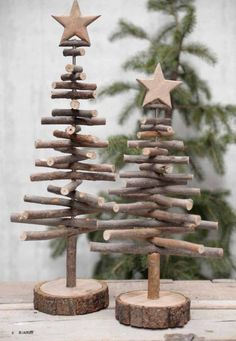 Alternative wood Christmas tree with a lovely star on top. It's a great rustic decor for a modern farmhouse! You can find other great Christmas decor pins on ItalianArtDeco! decorations christmas DIY de Noël - PLANETE DECO a homes world Twig Christmas Tree, Noel Christmas, Vintage Christmas, Christmas Design, Classy Christmas, Natural Christmas, Christmas Quotes, Xmas Trees, Christmas Ribbon