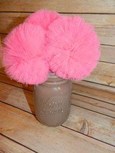 Centro de mesa con pompones de tul rosado