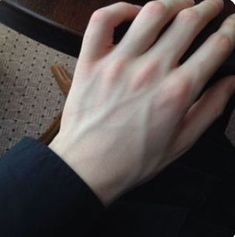 super Ideas for skin photography veins hands Aesthetic Body, Daddy Aesthetic, Aesthetic Dark, Pretty Hands, Beautiful Hands, Beautiful Boys, Hand Veins, Hand Photography, Photography Lighting