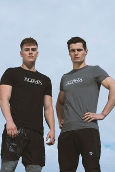 Men's fashion is all about sports luxe in with men's sportswear being more popular than ever before. Create a monochrome style for an on-trend look this year Nutrition Diet, Health Diet, Workout Fitness, Gym Workouts, Gym Gear For Men, Men's Sportswear, Healthy Food, Healthy Eating, Monochrome Fashion