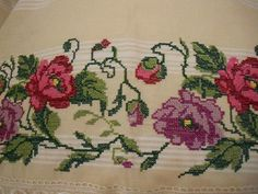 💞💞💞 Cross Stitch Rose, Hand Embroidery, Poppies, Shabby Chic, Diy Crafts, Cream Carpet, Pattern, Cross Stitch Borders, Christmas Embroidery