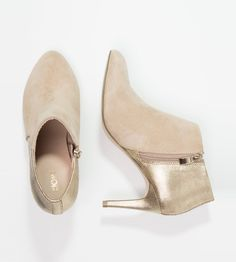 Nude booties with gold details | Kiomi