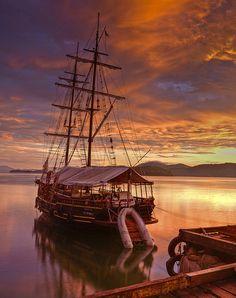 Sunrise vessel. Paraty, Brazil :: [by Aubrey Stoll] :: [Peaceful Eye]     (via ensphere)