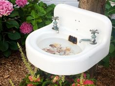 Impress your friends and the birds with this fantastic use of an old utility. Fastened to a tree or pole, this bird bath is made of an old-fashioned porcelain sink. With some shells or rocks added, it is a quite simple yet splendid use of what would otherwise be thrown away.