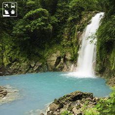 ((Rio Celeste, Costa Rica ))  Situado dentro do Parque Nacional Volcán Tenorio, na Costa Rica, o Rio Celeste impressiona pelo intenso tom de azul, o que o torna um dos rios mais belos do continente.