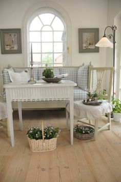 Pretty cottage room.