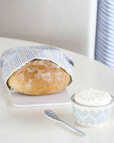 Kokilki Micha dusty blue Greengate - śliczne , delikatne  i serwetka Nora Blue - idealna szarość połączona z granatowymi paskami  Wszystko w @ahojhome  #greengateofficial#greengate#greengatenewcollection#newcollection#greengateautumnwinter#porcelana#porcelain#bread #kitchen #kuchnia