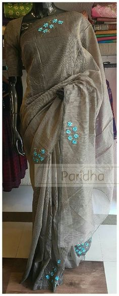 I love the minimalist application of embroidery motifs sprinkled over the garment. Indian Attire, Indian Wear, Indian Outfits, Embroidery Saree, Embroidery Motifs, Embroidery Designs, Formal Saree, Sari Design, Saree Trends