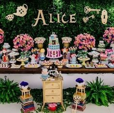 ideas cake decorating ideas disney alice in wonderland Alice In Wonderland Tea Party Birthday, Alice Tea Party, Tea Party Theme, Alice In Wonderland Birthday, Winter Wonderland Party, Party Party, Party Ideas, 2 Birthday, Kids Birthday Themes
