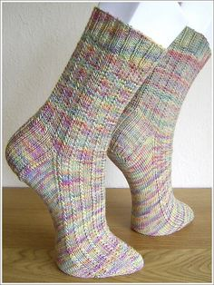 – Heike*s Strickstubb Easy Knit Hat, Easy Knitting, Knitting For Beginners, Knitting Socks, Knitted Hats, Knit Socks, Knitting Designs, Knitting Patterns Free, Knitting Projects