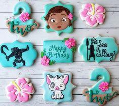 Moana cookies are always fun to make 🌸🌊🌴 . Moana Birthday Party Theme, Luau Theme Party, Moana Themed Party, Moana Party, 4th Birthday Parties, Birthday Ideas, Moana Cookies, Festa Moana Baby, Baby Girl Birthday
