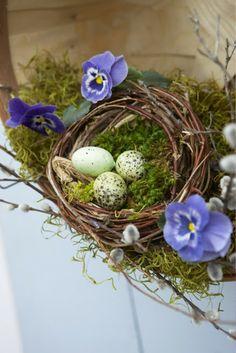 Ostereier und Osterdeko selber basteln nest vogel