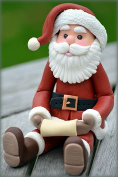 Sweet Santa Figure – SugarEd Productions Online Classes – Cakes and cake recipes Christmas Cake Designs, Christmas Cake Topper, Christmas Cake Decorations, Fondant Decorations, Christmas Cupcakes, Holiday Cakes, Fondant Christmas Cake, Creative Cake Decorating, Cake Decorating Techniques