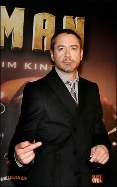 robert downey jr photo: rdj middle finger tumblr_l5zsjfzQPI1qcb0lwo1_500.jpg