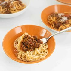 3 bowls of spaghetti bolognese on a white bench top Healthy Pasta Recipes, Healthy Pastas, Easy Recipes, Chicken Pasta Bake, Bacon Pasta, Kids Meals, Easy Meals, Fussy Eaters