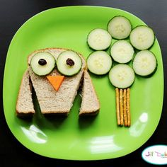 Owl and Tree Snack from Meet the Dubiens and Creative and Easy First Day of School Snacks on Fugal Coupon Living.
