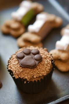 Dog Treat Recipes, Baking Recipes, Dog Food Recipes, Puppy Cake, Dog Bakery, Dog Nutrition, Puppy Treats, Natural Dog Treats, Cupcakes