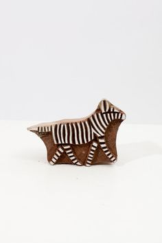 Hand carved stamp beautifully hand carved all the way from India. It is made out thick sturdy hard wood used for textiles, pottery designs, Clay Stamps, Stamp Carving, Handmade Stamps, Stamp Printing, Pottery Designs, Gravure, Hand Carved, Print Patterns, Amazing