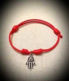 Como hacer pulseras fáciles con nudos franciscanos y cerradas con ese nudo también, para conseguir un cierre corredizo. Si os ha gustado compartir y darle li...