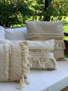 Burlap Pillows, Decorative Pillows, Draps Design, Terrace Decor, Diy Home Decor, Room Decor, Pillow Inspiration, Living Room Pillows, Diy Sewing Projects