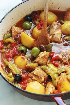 Delicious complete and balanced dish: chicken with peppers .- Delicious complete and balanced dish: chicken with peppers and potatoes … mushrooms jams - Chicken Stuffed Peppers, Stuffed Sweet Peppers, Chicken Olives, Meat Recipes, Cooking Recipes, Healthy Recipes, Chicken Recipes, Sauce Tomate, Food Inspiration